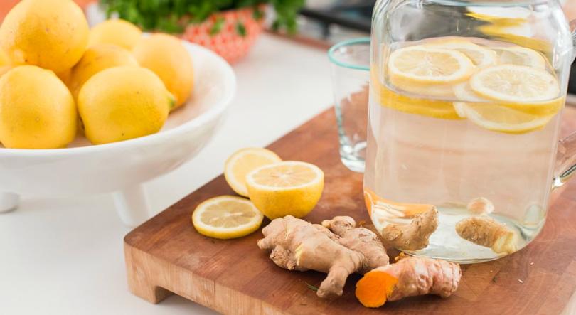 curcuma e zenzero e limone acqua purificante