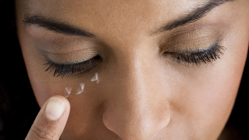 contorno occhi pulizia viso